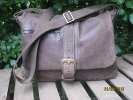 HENRY – Rugged Vintage brown Jacket to Messenger Bag