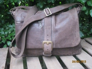 HENRY – Rugged Vintage brown Jacket to Messenger Bag