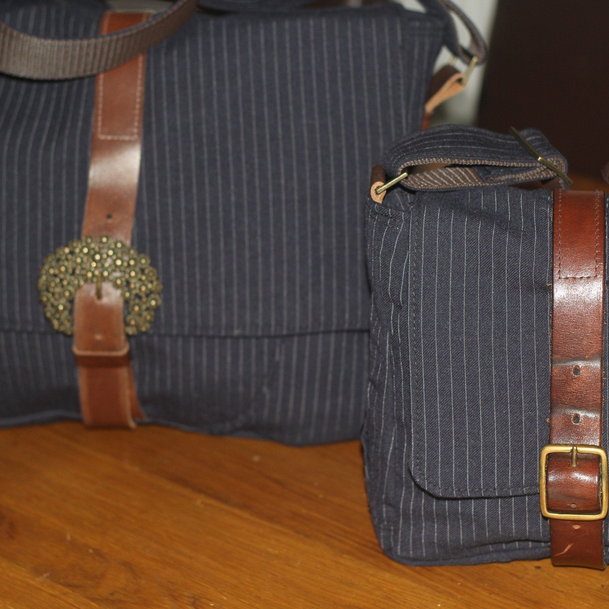4f8326613105 City Suit with memories of a lovely Dad – Macbook Pro and Small Messenger